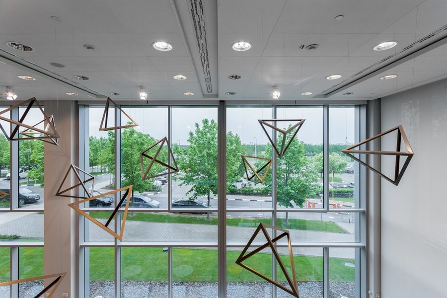 8-1-new-refreshed-renovated-Microsoft-office-headquarters-in-Moscow-interior-design-panoramic-windows-geometric-suspended-ceiling-decor