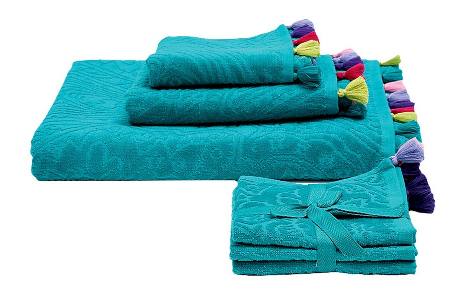 8-2-Set-of-blue-cotton-bath-towels-with-multicolor-pompoms-by-Zara-Home-beautiful-home-textile-decor-accessories-summer-2017