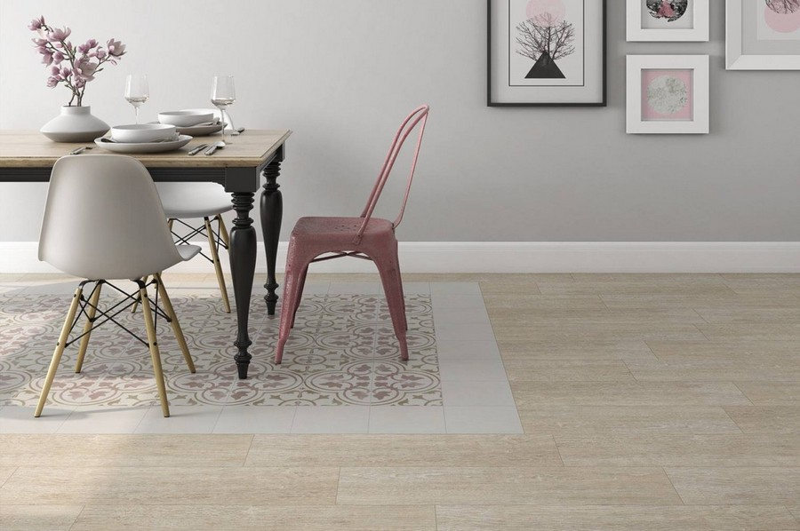 9-10-ceramic-tiles-in-interior-design-faux-parquet-artificial-light-wood-floor-tiles-in-dining-room-rug-table-mismatched-chairs-wall-art-pink-gray-accents-Pamesa-brand-collection-2017