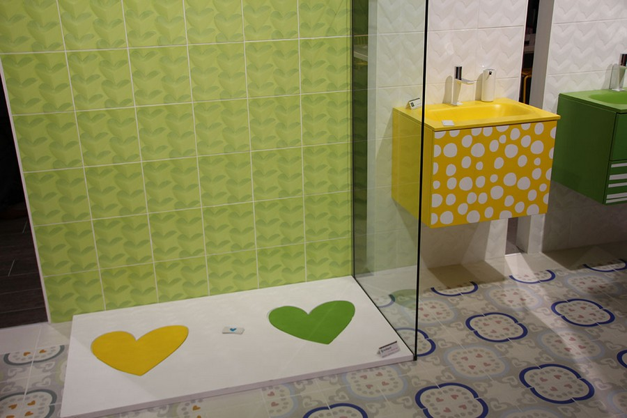9-7-ceramic-tiles-in-interior-design-bright-green-and-yellow-bathroom-shower-cabin-walk-in-tray-heart-pattern-cheerful-Pamesa-brand-collection-2017
