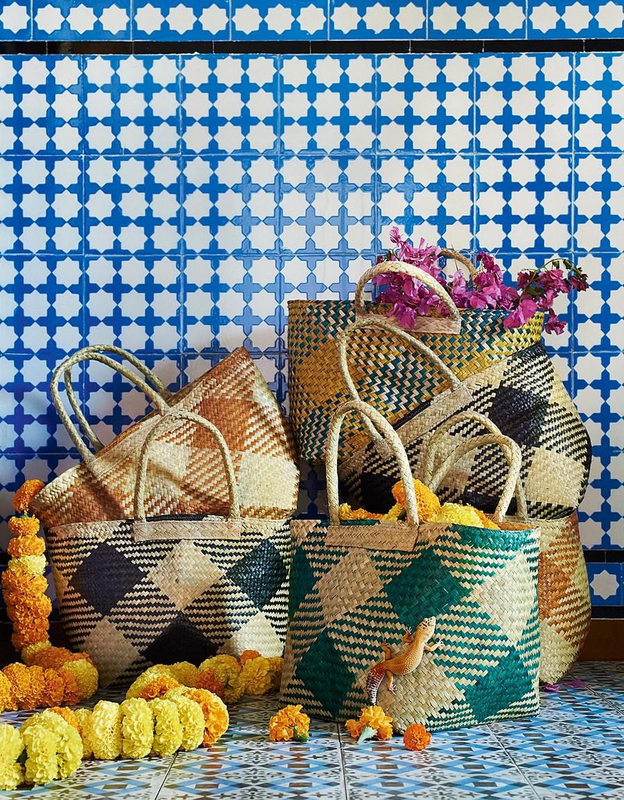 9-wicker-storage-bags-multicolored-hand-made-by-IKEA-JASSA-collection-sea-grass-woven-eco-friendly-designed-by-Iina-Vuorivirta