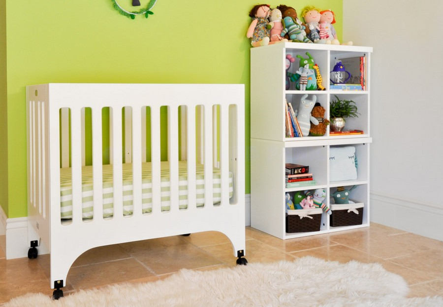 0-toddler-baby-bed-white-wooden-minimalist-style-on-wheels-cot