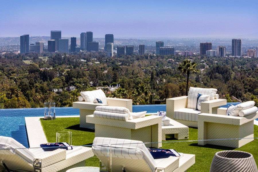 1-3-the-most expensive-home-in-USA-beyonce-jay-z-Los-Angeles-bel-air-luxurious-exterior-design-roof-terrace-white-arm-chairs-chaise-lounges
