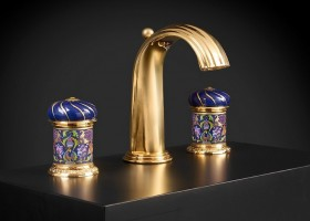1-Vassilissa-bathroom-collection-Serdaneli-France-in-Russian-style-accessories-by-Evgenia-Miro-gold-dark-blue-folk-motifs-luxurious-faucet-dome-shaped