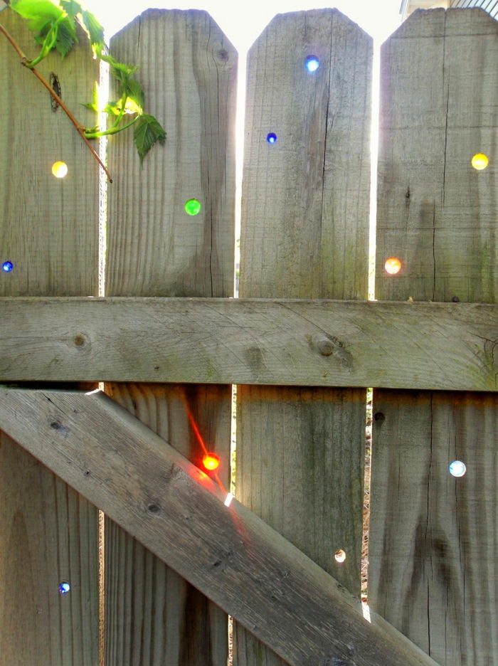 10-glass-stones-rocks-in-the-wooden-fence-country-style-garden-decor-colored
