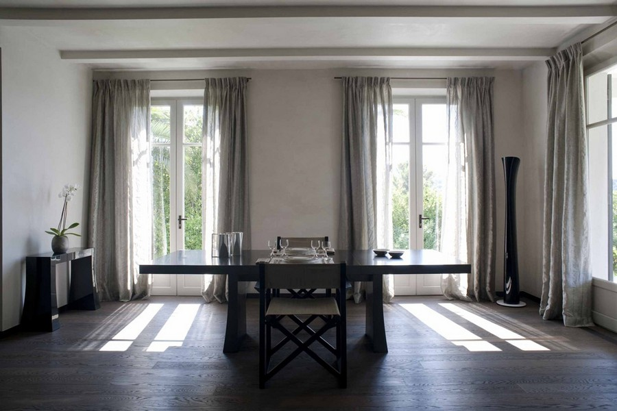 2-1-Armani-Casa-luxurious-interior-design-dining-room-with-three-windows-table-chairs-beige-curtains-console-table-black-furniture