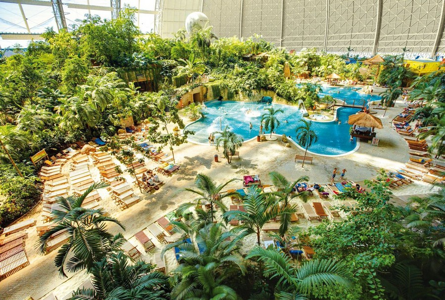 2-1-das-tropical-island-resort-germany-indoor-water-park-swimming-pool-sand-beach-chaise-lounges-palms