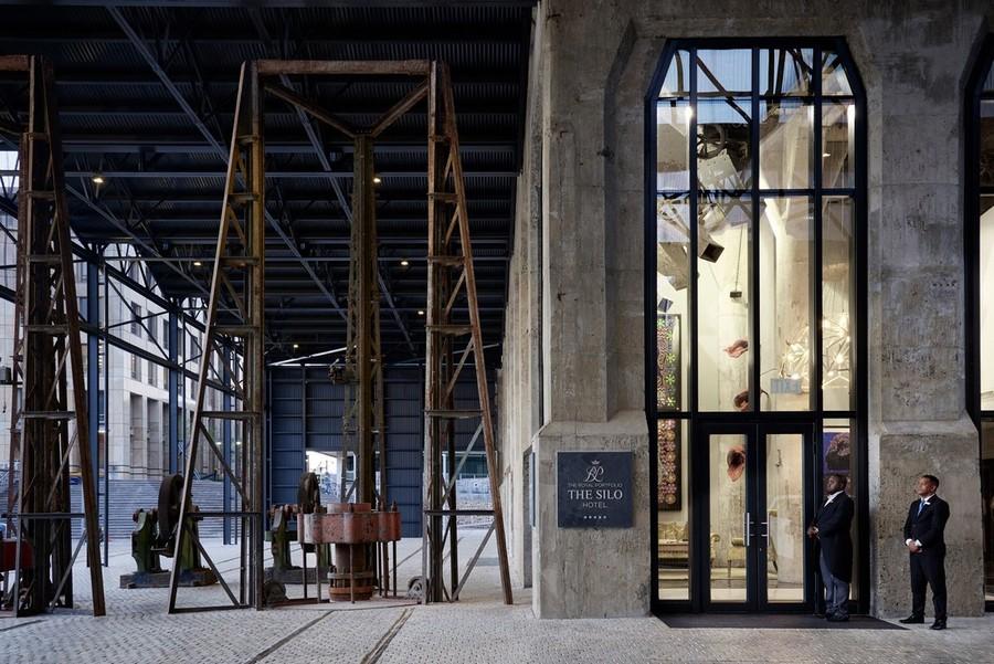 2-3-remade-building-in-South-Africa-Cape-Town-Royal-Portfolio-Hotel-ex-grain-elevator-interior-entrance-concierge