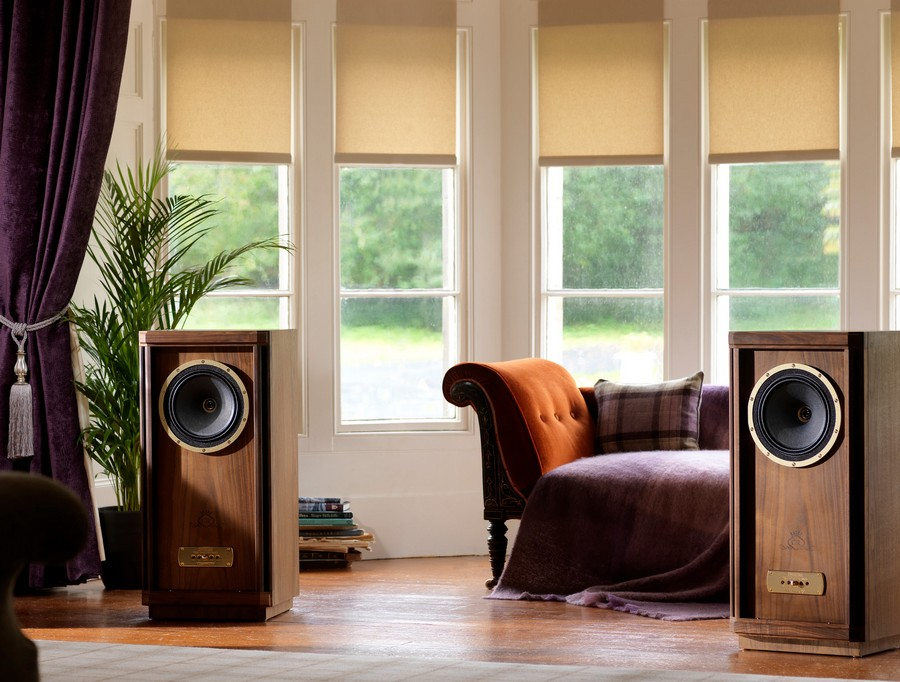3-speakers-audio-system-home-in-interior-couch-bay-window-roman-blinds