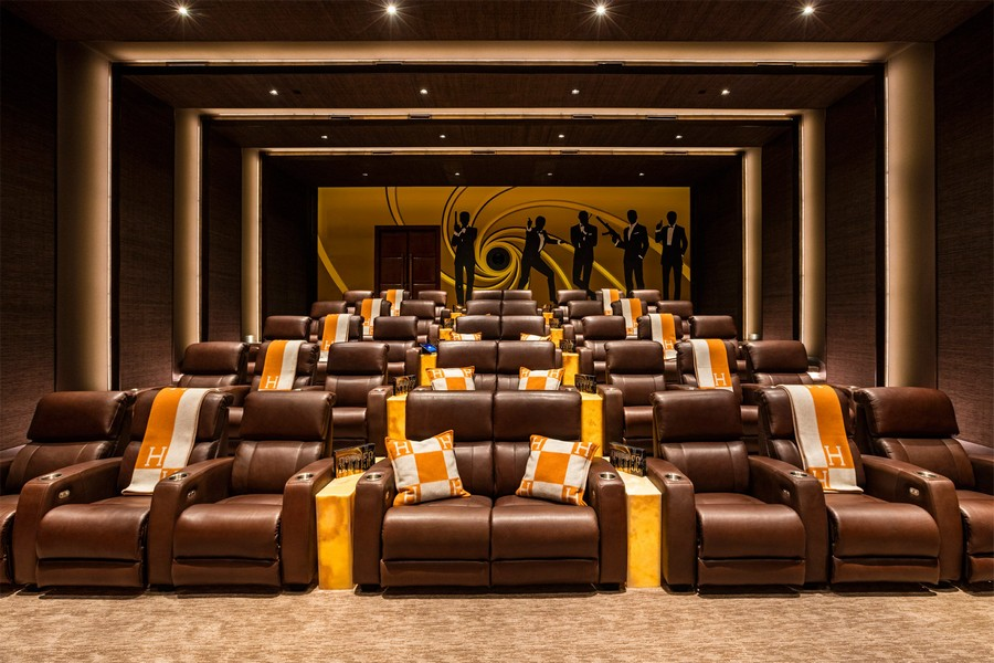 3-the-most expensive-home-in-USA-beyonce-jay-z-Los-Angeles-bel-air-luxurious-interior-design-home-cinema-indoor-movie-theatre-leather-arm-chairs