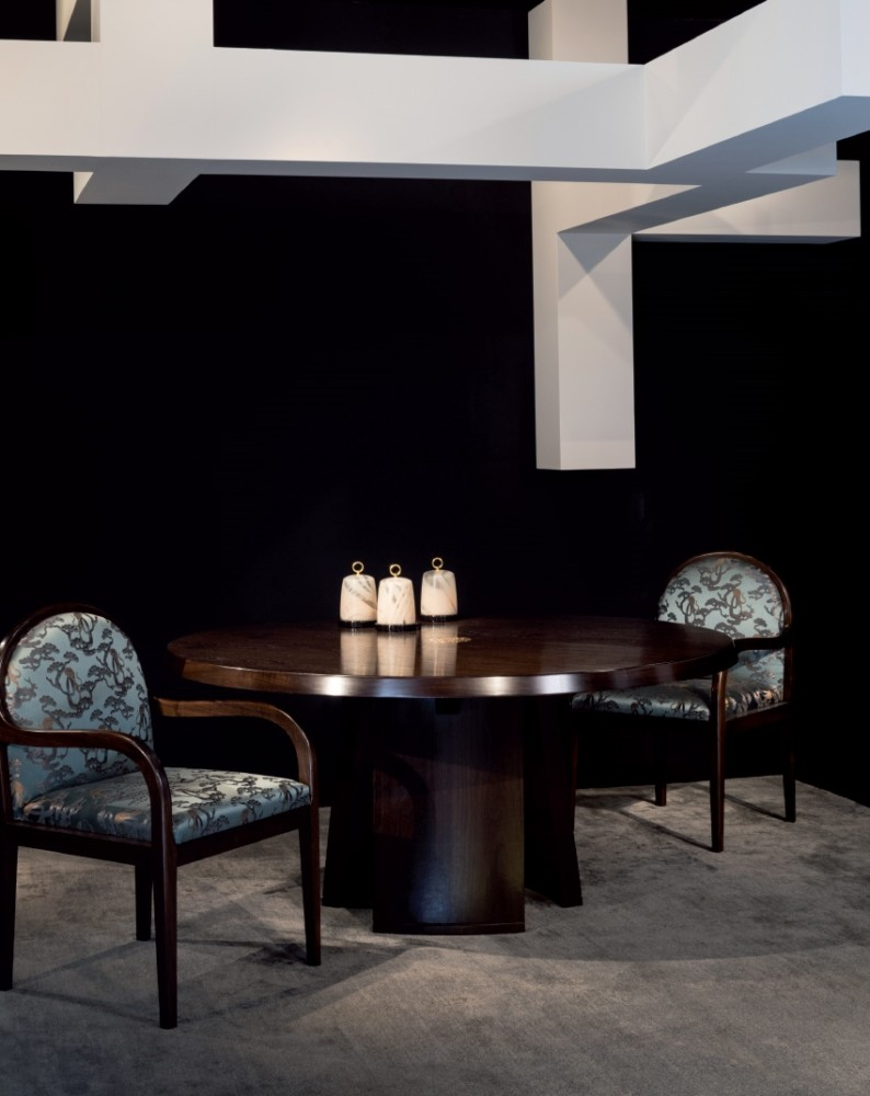 4-3-Giorgio-Giorgio-Armani-Casa-furniture-design-luxurious-interior-round-wooden-dining-table-salt-pepper-shaker-blue-upholstered-chairs