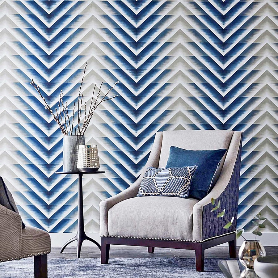 4-beautiful-wallpaper-wall-mural-wall-covering-accent-geometrical-wall-triangles-arrows-blue-and-white-living-room-by-Harlequin-arm-chair-coffee-table