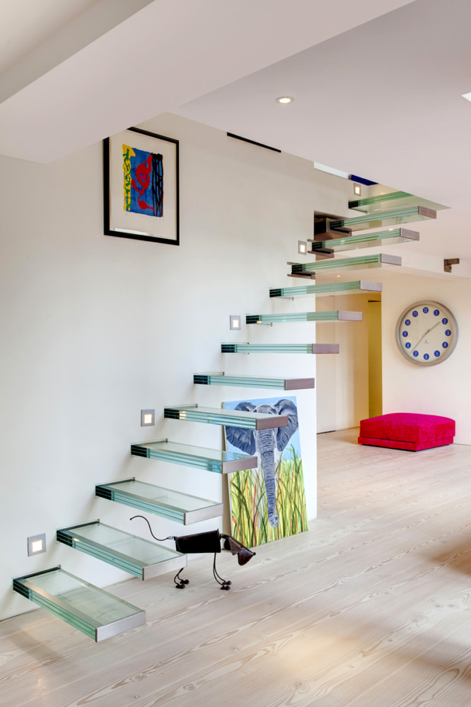 5-2-glass-staircase-stairs-minimalist-style-interior-white-walls