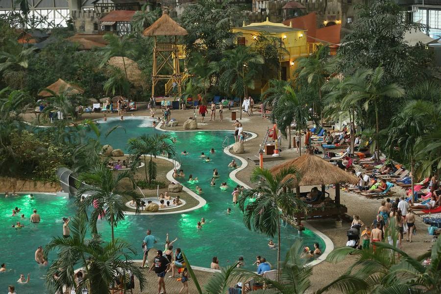 5-das-tropical-island-resort-germany-indoor-water-park-sand-beach-swinmming-pool-palms-whirlpool