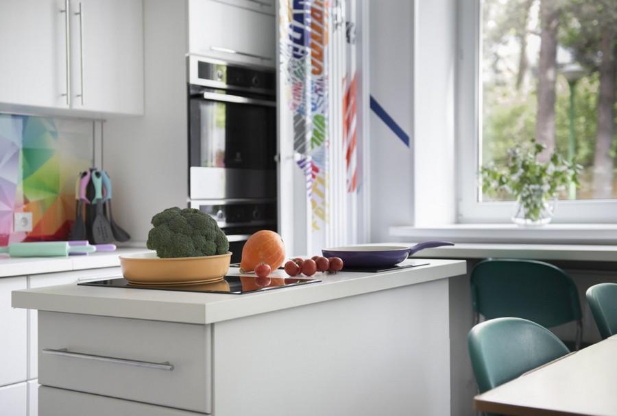 6-creative-beautiful-school-laboratory-interior-design-home-economics-classes-white-kitchen-cooking-area-bright-multi-colored-backsplash-folding-doors-island-cooker-hood-ovens