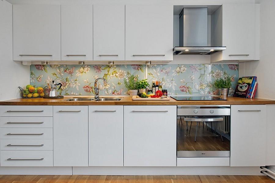9-original-creative-kitchen-backsplash-ideas-in-interior-design-floral-blue-English-style-wallpaper-tempered-glass-white-cabinets-traditional-style-laminate-floor