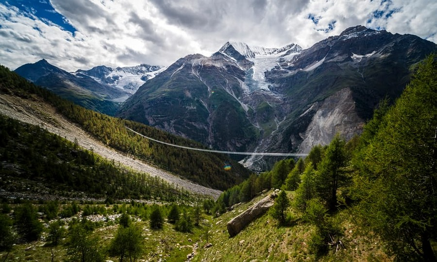 0-The-World's-Longest-Pedestrian-Only-Suspension-Bridge-Opened-in-Switzerland-Europabruecke-in-the-Alps-abyss