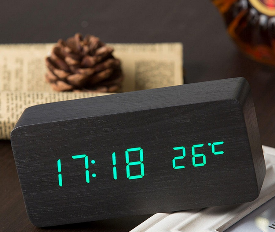 1-2-digital-alarm-clock-with-thermometer