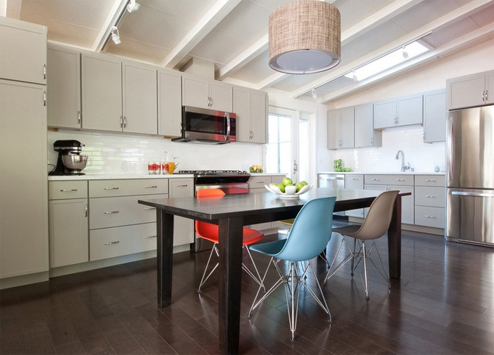 1-5-mismatched-chairs-in-kitchen-dining-room-interior-design-one-model-in-different-colors