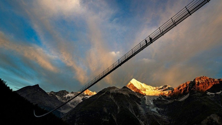 1-The-World's-Longest-Pedestrian-Only-Suspension-Bridge-Opened-in-Switzerland-Europabruecke-in-the-Alps-abyss