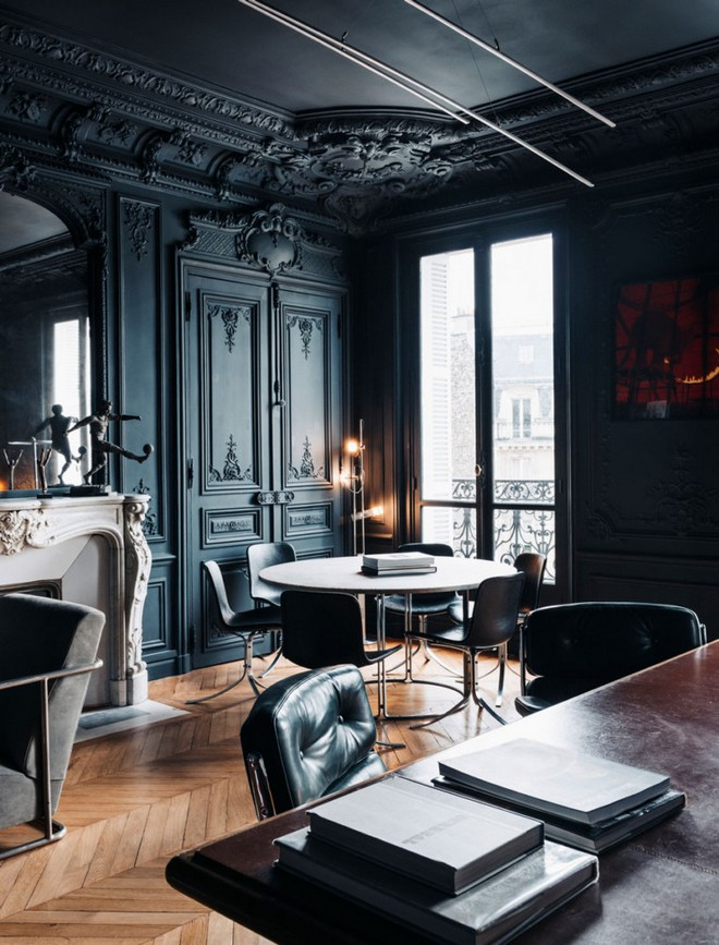 10-black-walls-black-walled-room-in-interior-design-classical-style-fireaplace-living-room-moldings-dining-round-table