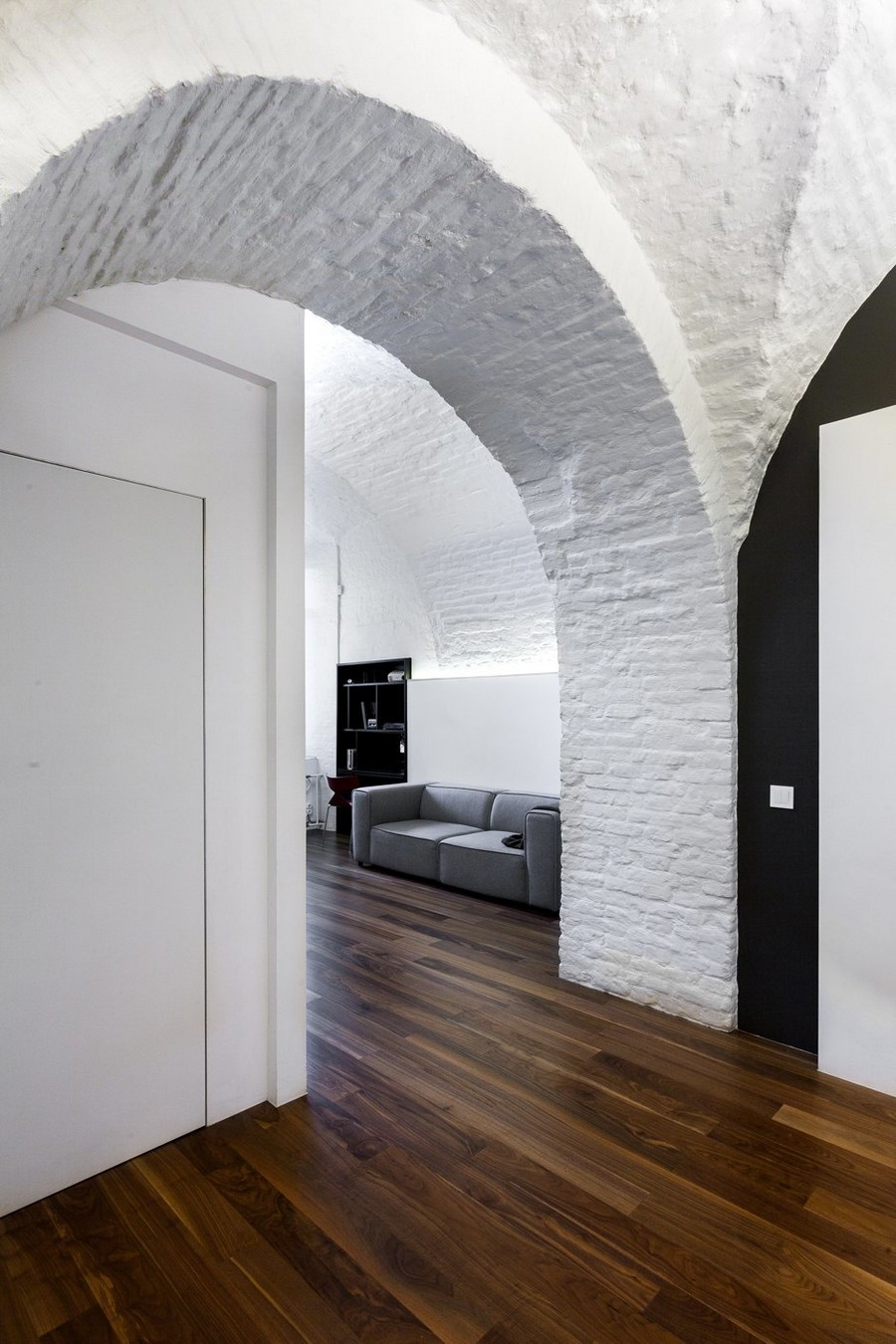 10-minimalist-style-ascetic-interior-painted-white-walls-brick-masonry-arched-ceiling-hallway-corridor