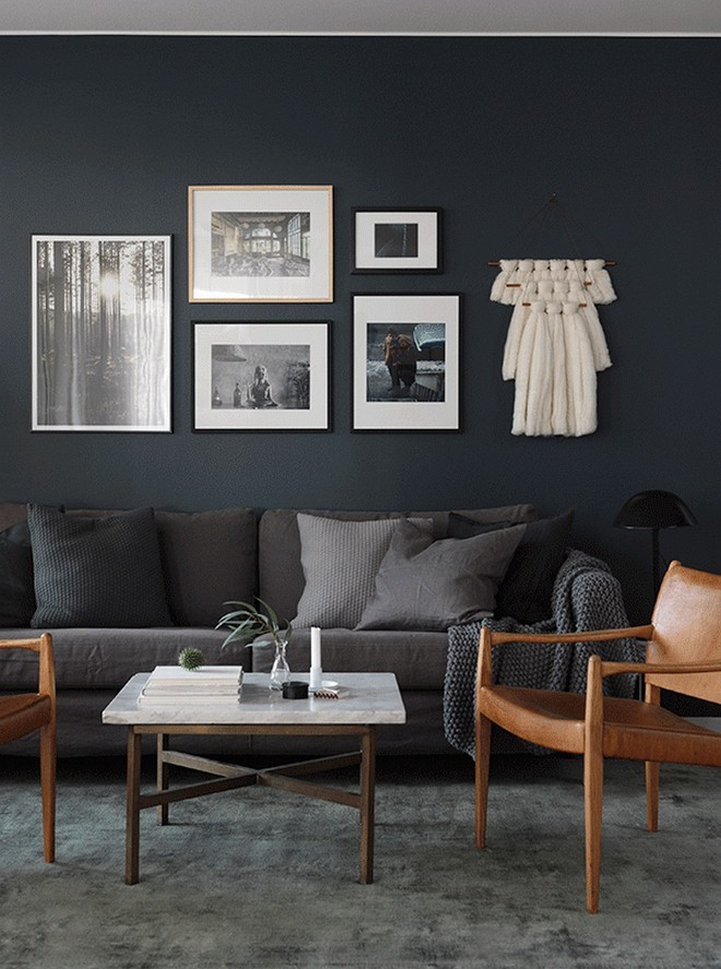 14-black-walls-black-walled-room-in-interior-design-gray-sofa-wooden-chairs-coffee-table-rug-carpet-wall-art