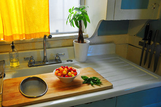 14-small-kitchen-storage-ideas-design-hacks-rational-space-wooden-cutting-board-on-sink-window