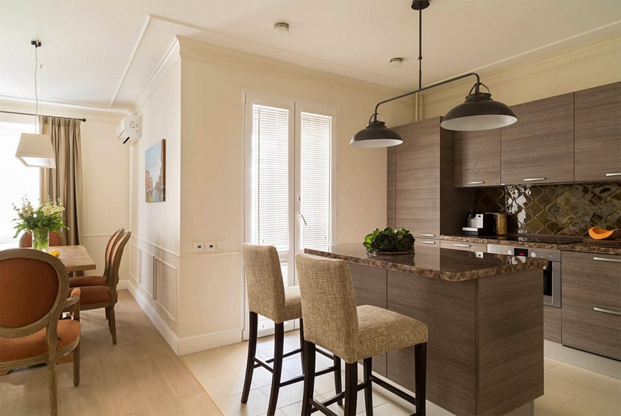 2-1-beige-interior-traditional-style-open-plan-kitchen-living-dining-room-light-milk-chocolate-brown-cabinets-island-by-Scavolini-upholstered-bar-stools-caramel-brown-backsplash-balcony-exit-black-lamp