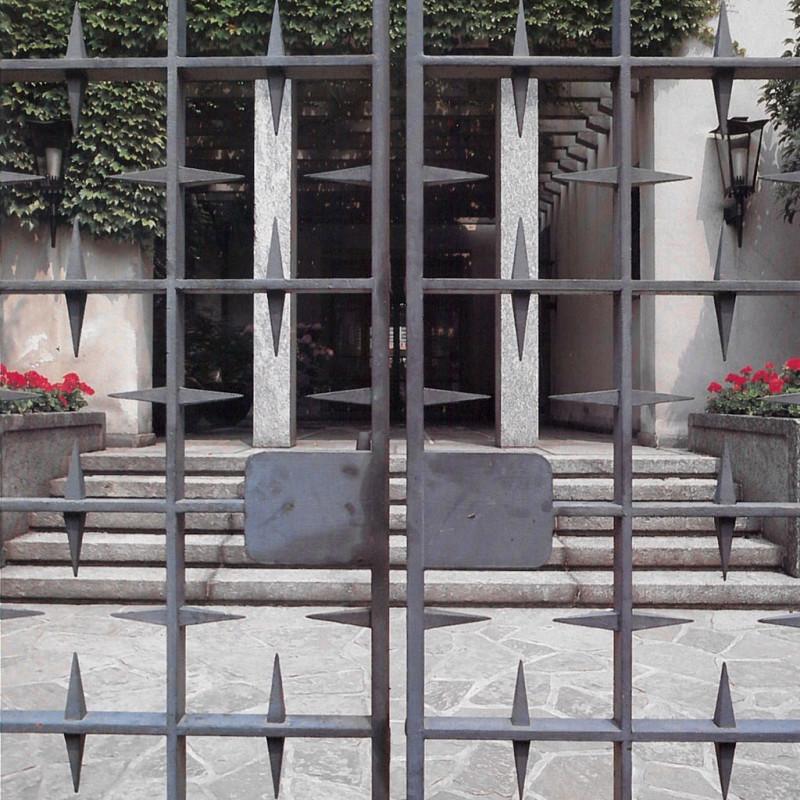 2-Italian-villa-exterior-design-by-Osvaldo-Borsani-stone-porch-metal-wrought-gate
