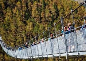 2-The-World's-Longest-Pedestrian-Only-Suspension-Bridge-Opened-in-Switzerland-Europabruecke-in-the-Alps-abyss
