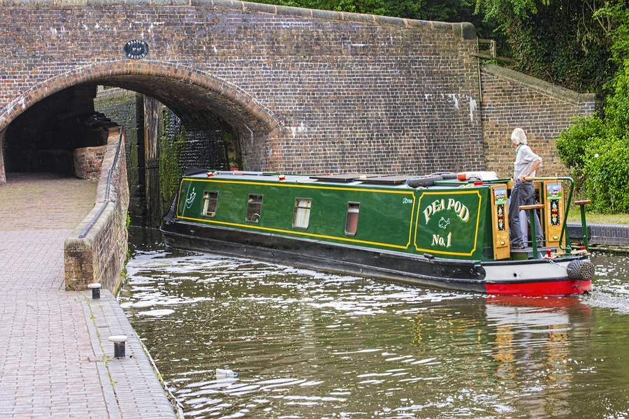 2-cheaper-alternatives-to-living-in-a-house-houseboat-float-house-green-on-a-river