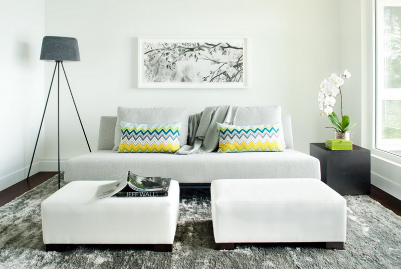 3-1-symmetrical-decor-symmetry-in-interior-design-minimalism-white-walls-light-gray-sofa-geometrical-patterns-couch-pillows-floor-lamp-ottomans-carpet-rug