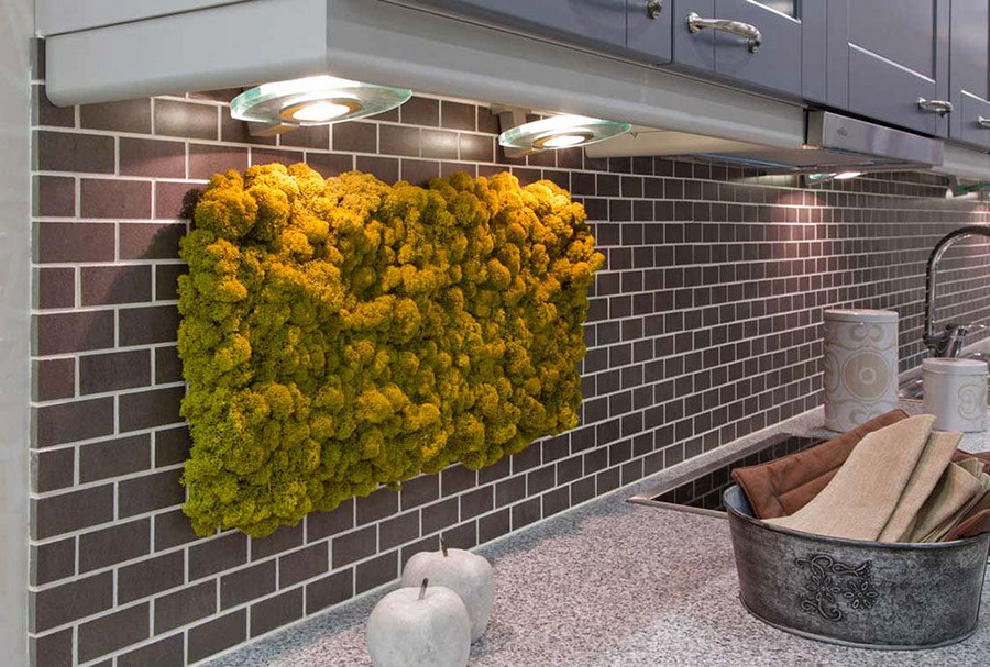 3-2-stabilized-natural-living-moss-in-interior-design-home-decor-eco-style-on-kitchen-wall-backsplash-brick-tiles