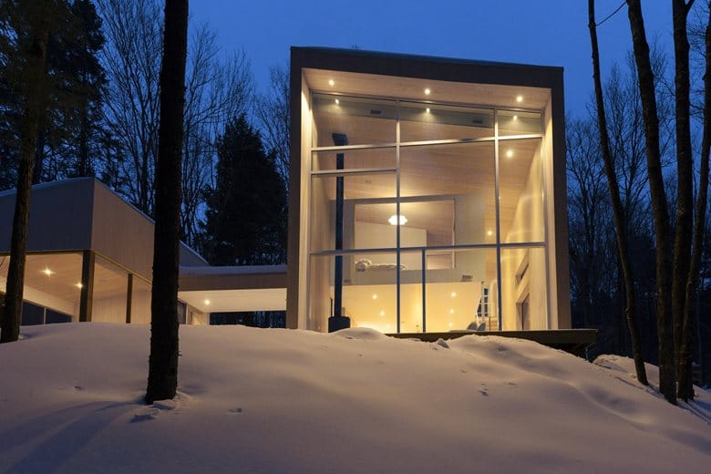 3-contemporary-minimalist-house-in-the-wood-winter-forest-Canada-two-floor-terrace-panoramic-windows