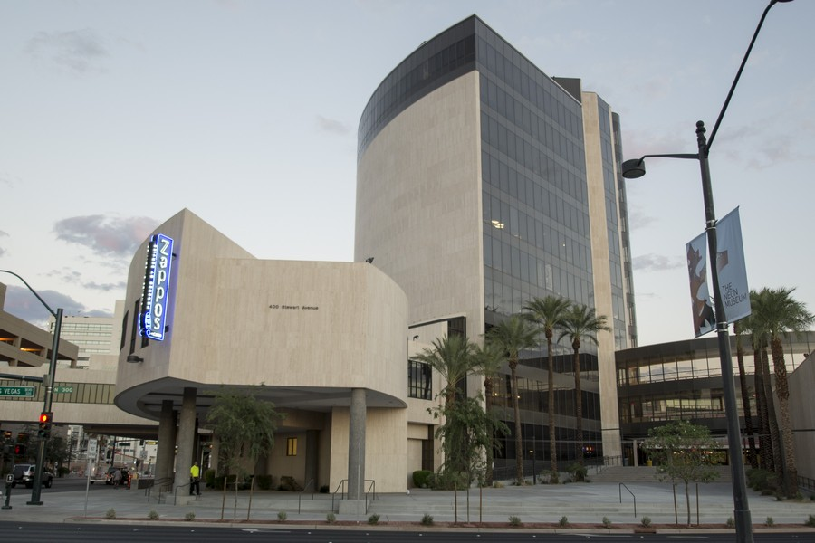 4-1-Zappos-store-headquarters-office-building-exterior-in-Las-Vegas