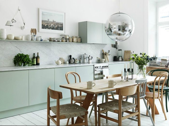4-1-mismatched-chairs-in-kitchen-dining-room-interior-design-wooden