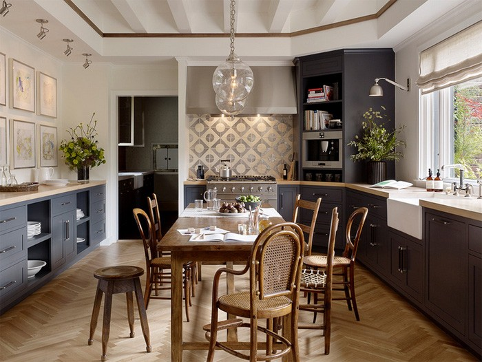 4-3-mismatched-chairs-in-kitchen-dining-room-interior-design-wooden-stools