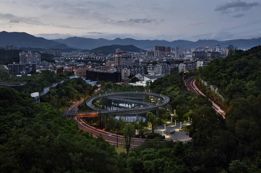 4-high-rise-pedestrian-walkway-pathway-way-in-China-Fuzhou-city-by-LOOK-architects