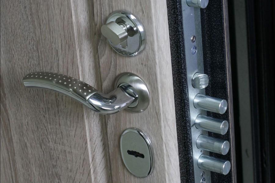 4-metal-door-with-good-lock
