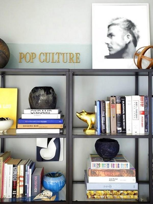5-1-shelves-decoration-of-bookshelves-decor-ideas-accessories-figurines-posters-souvenirs