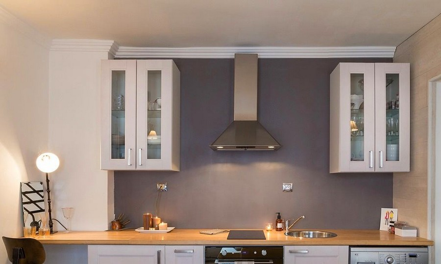 5-2-white-walls-beige-gray-caramel-brown-interior-design-in-French-style-Paris-kitchen-glass-cabinets-cooker-hood-extractor-oven-metal-lamp-wooden-countertop-worktop-sink-tray-candles