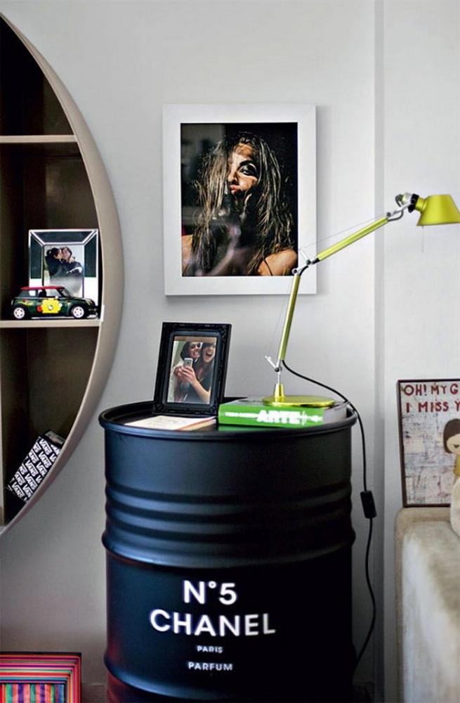 5-3-beautiful-stylish-nightstand-bedside-table-decor-flowers-books-vase-brutal-interior-black-chanel-number-five-barrel-photo-frame-in-bedroom-interior-design