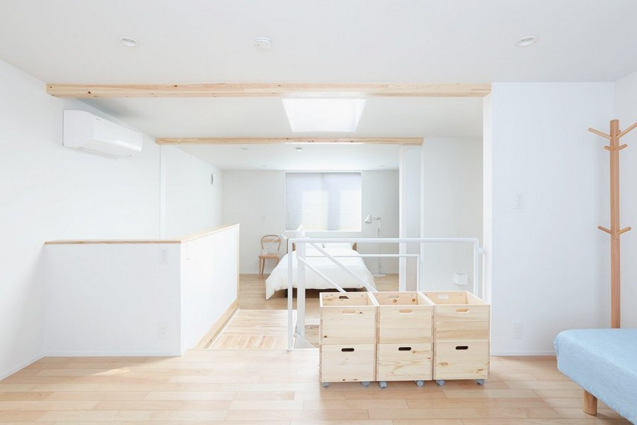 5-minimalist-style-interior-white-walls-light-wood-floor-furniture-Scandinavian-style-bedroom-coat-rack-storage-boxes-on-wheels-floor-lamp-chair-ceiling-beams-air-conditioner