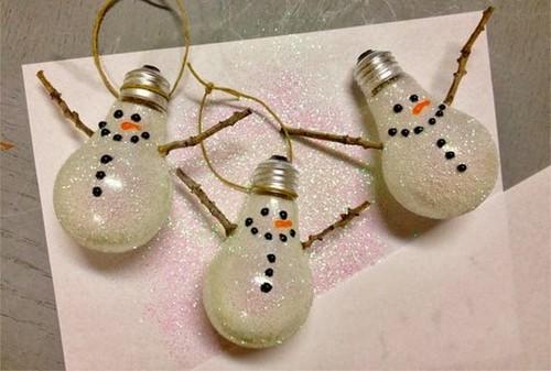 10-old-light-bulbs-recycling-reuse-ideas-DIY-handmade-Christmas-tree-decorations-snowman-glitter-painted