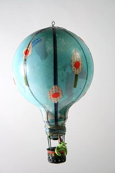 12-old-light-bulbs-recycling-reuse-ideas-DIY-handmade-Christmas-decorations-painted-hot-air-balloon