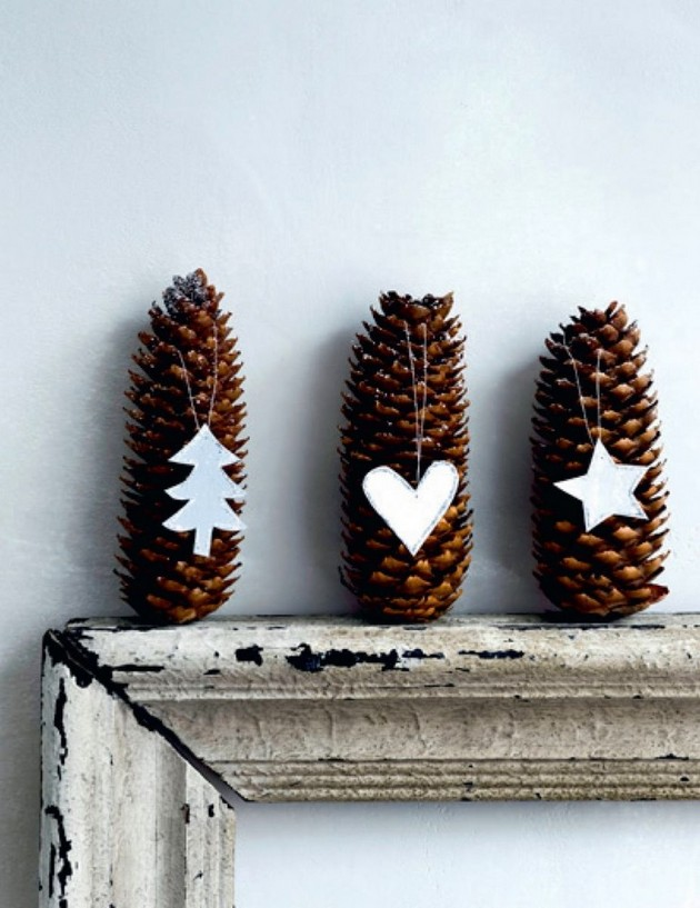 18-pinecones-pine-fir-spruce-cones-home-decor-Christmas-decoration-ideas-eco-style-mirror-in-vintage-frame-paper-heart-star
