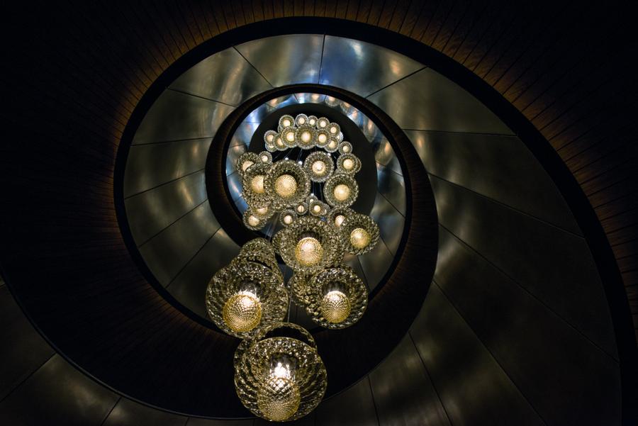 2-1-Bvlgari-hotel-beijing-luxurious-interior-design-China-extra-long-chandelier-lobby