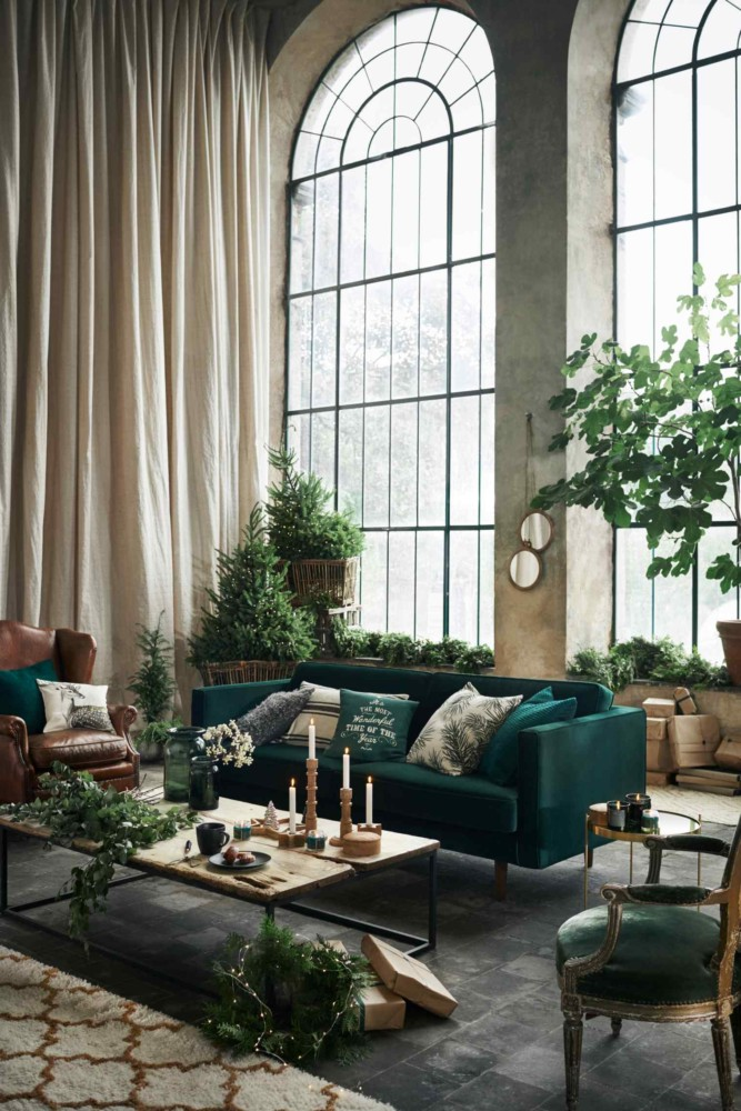 2-2-new-Christmas-2017-collection-of-home-decor-interior-design-by-H&M-Home-beige-blue-emerald-green-living-room-sofa-carpet-rug-high-ceiling-arched-windows-candles-tree-leather-chair-coffee-tables