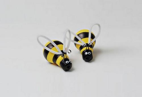 2-2-old-light-bulbs-recycling-reuse-ideas-DIY-handmade-Christmas-tree-decorations-bees